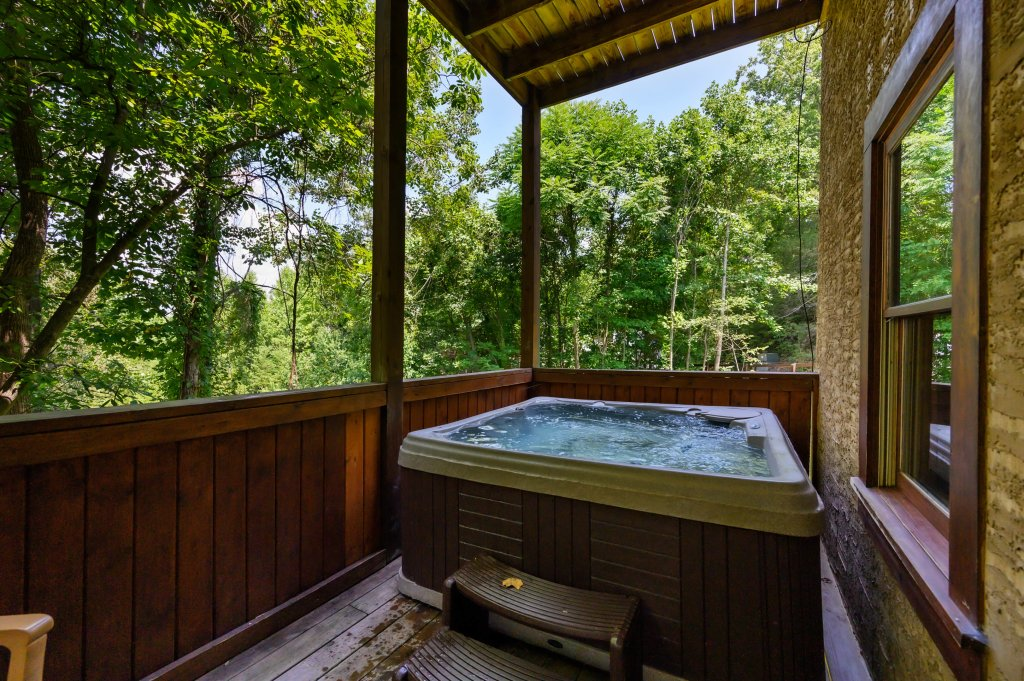 Photo of a Pigeon Forge Cabin named Cinnamon Chalet - This is the seventy-second photo in the set.