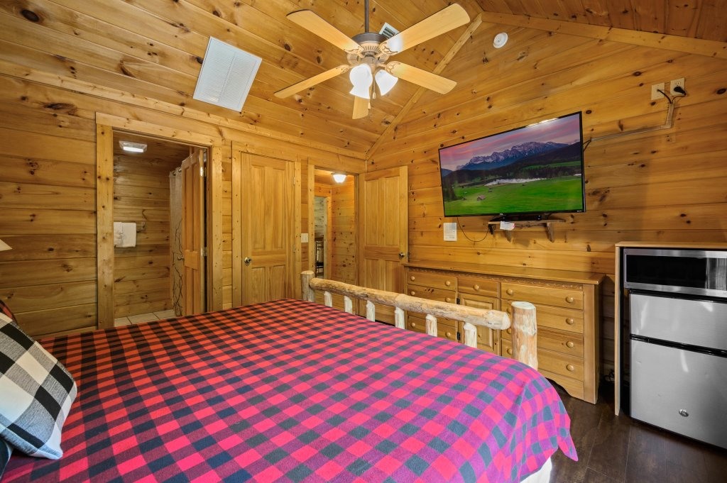 Photo of a Pigeon Forge Cabin named Cinnamon Chalet - This is the sixty-second photo in the set.