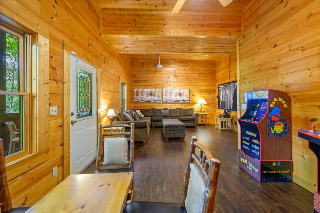 Photo of a Pigeon Forge Cabin named Cinnamon Chalet - This is the seventieth photo in the set.
