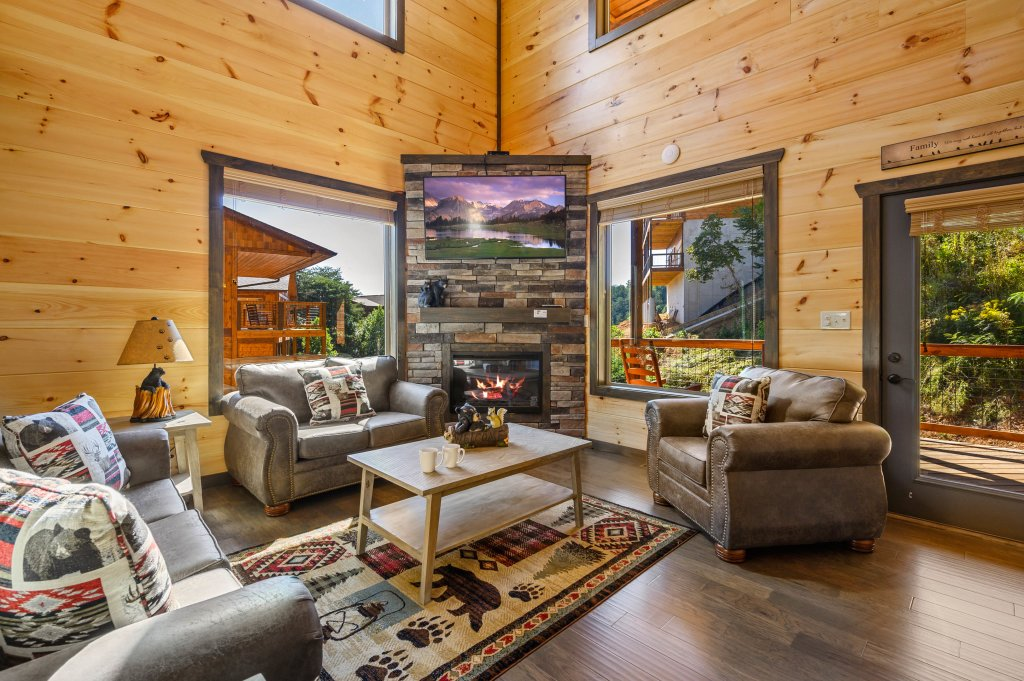 Photo of a Pigeon Forge Cabin named Splashin And Relaxin - This is the eighth photo in the set.