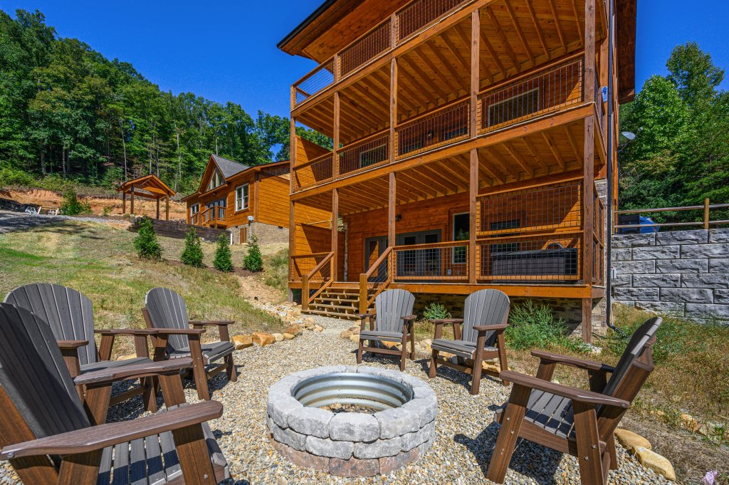 Photo of a Pigeon Forge Cabin named Splashin And Relaxin - This is the second photo in the set.