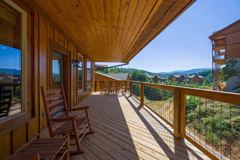 Photo of a Pigeon Forge Cabin named Splashin And Relaxin - This is the fifth photo in the set.