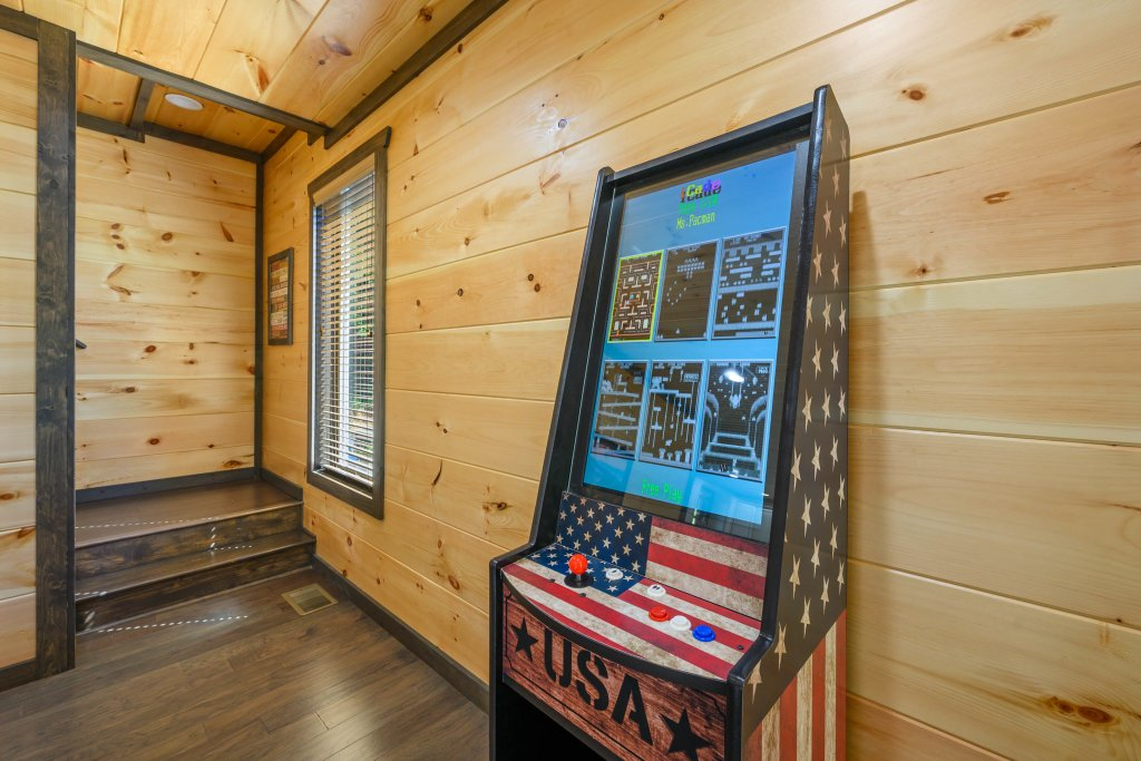 Photo of a Pigeon Forge Cabin named Splashin And Relaxin - This is the twelfth photo in the set.