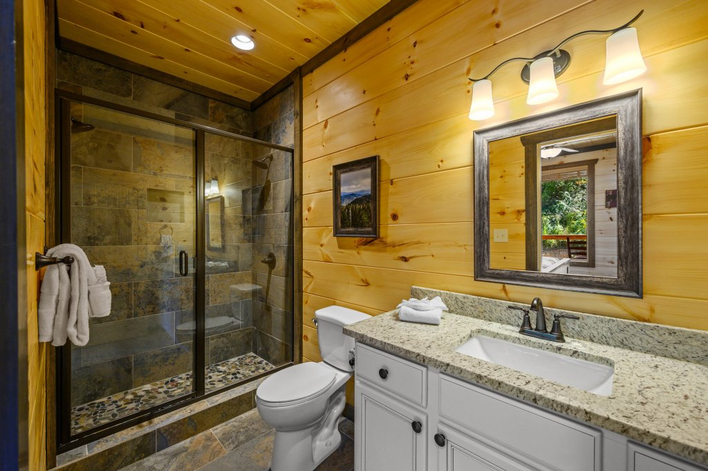 Photo of a Pigeon Forge Cabin named Splashin And Relaxin - This is the twentieth photo in the set.
