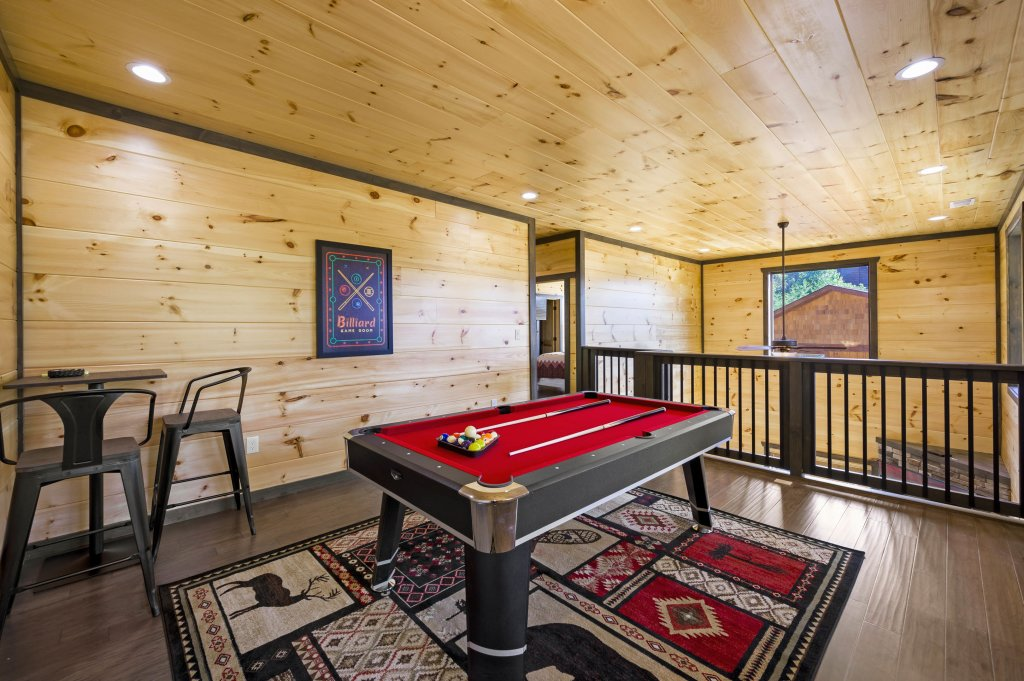 Photo of a Pigeon Forge Cabin named Splashin And Relaxin - This is the sixth photo in the set.