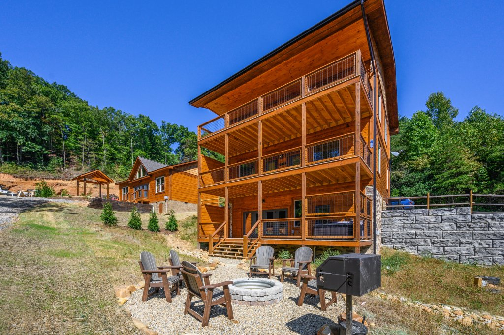 Photo of a Pigeon Forge Cabin named Splashin And Relaxin - This is the twenty-ninth photo in the set.