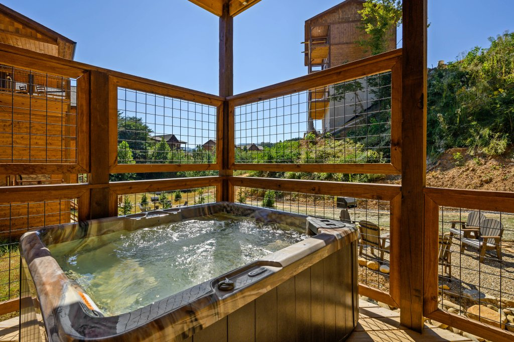 Photo of a Pigeon Forge Cabin named Splashin And Relaxin - This is the twenty-seventh photo in the set.