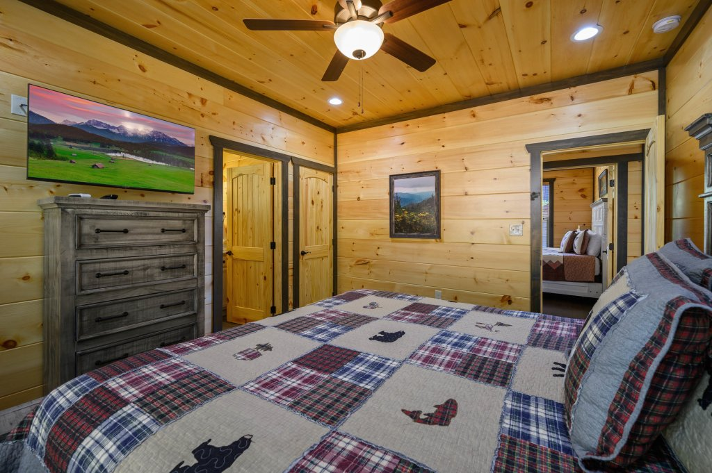 Photo of a Pigeon Forge Cabin named Splashin And Relaxin - This is the seventy-third photo in the set.