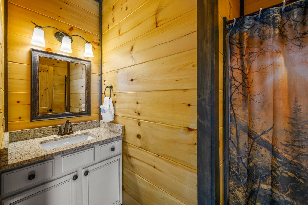 Photo of a Pigeon Forge Cabin named Splashin And Relaxin - This is the twenty-third photo in the set.