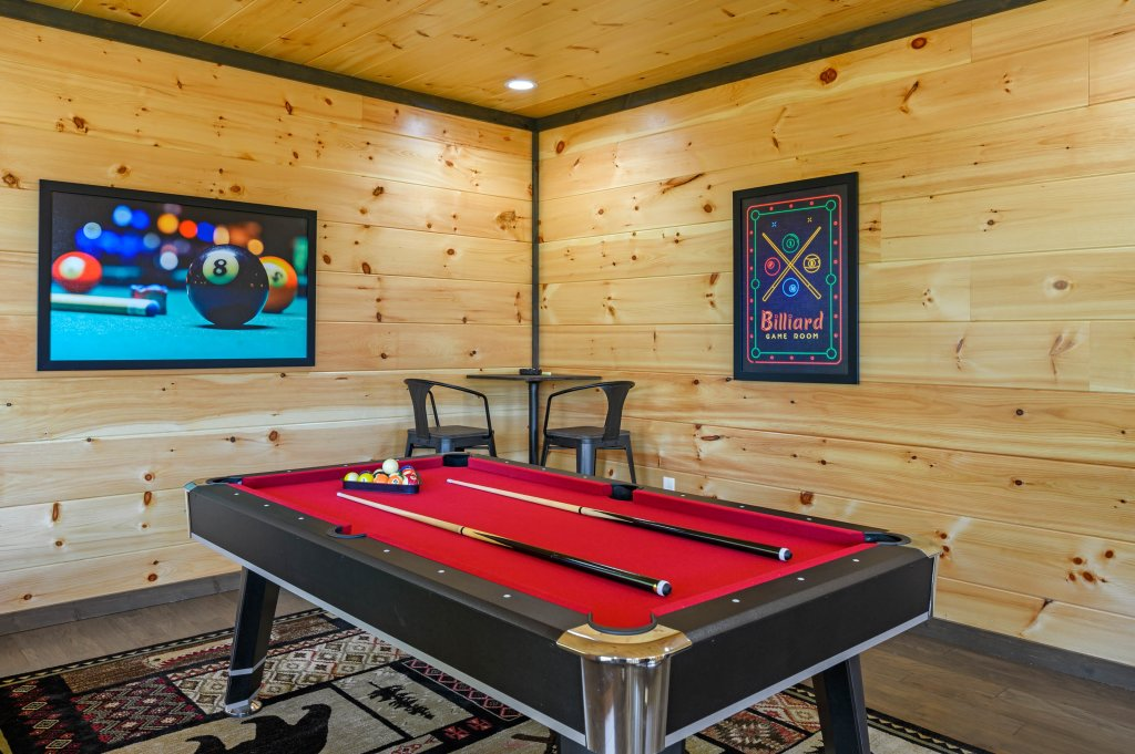 Photo of a Pigeon Forge Cabin named Splashin And Relaxin - This is the seventy-sixth photo in the set.