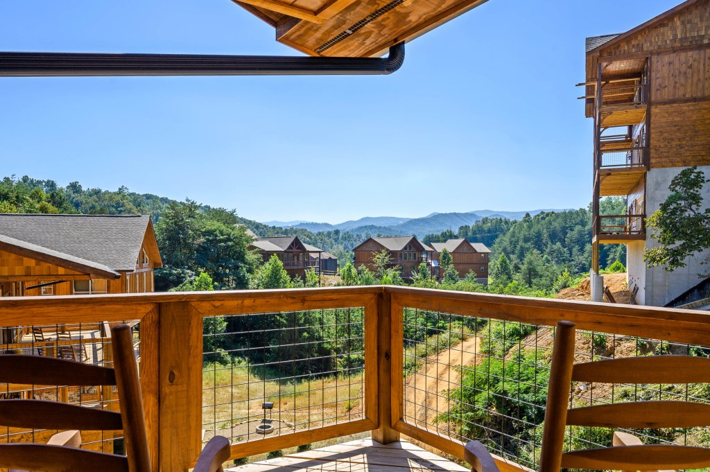 Photo of a Pigeon Forge Cabin named Splashin And Relaxin - This is the thirty-second photo in the set.