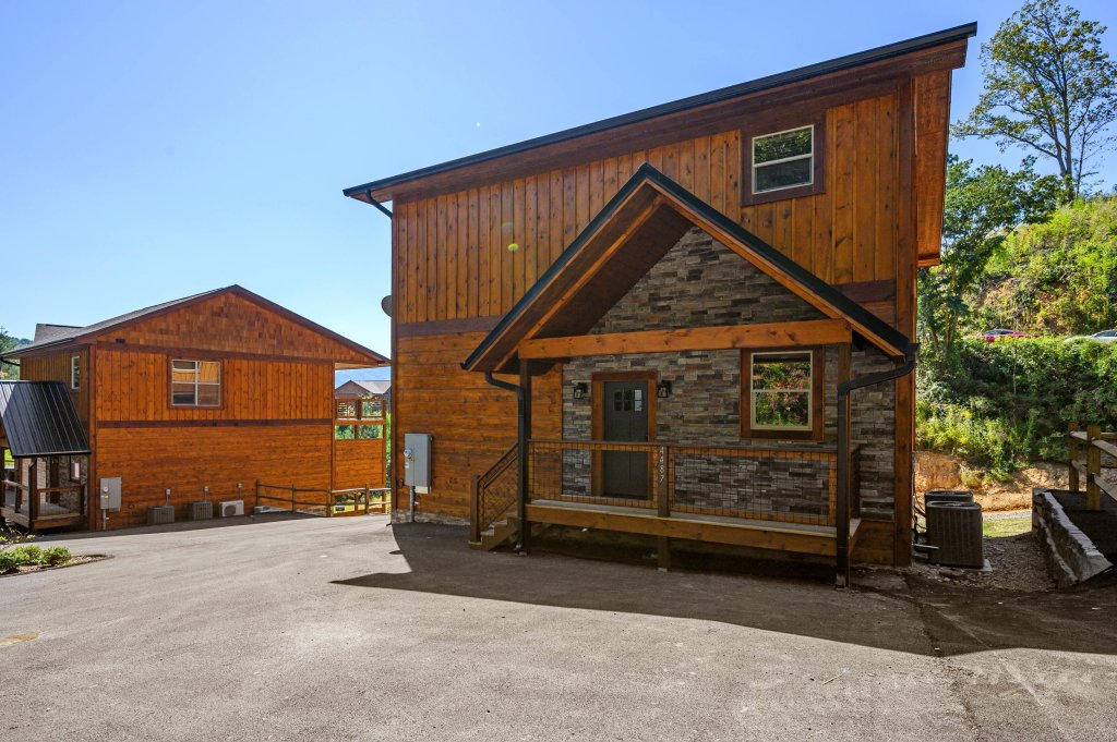 Photo of a Pigeon Forge Cabin named Splashin And Relaxin - This is the sixty-first photo in the set.