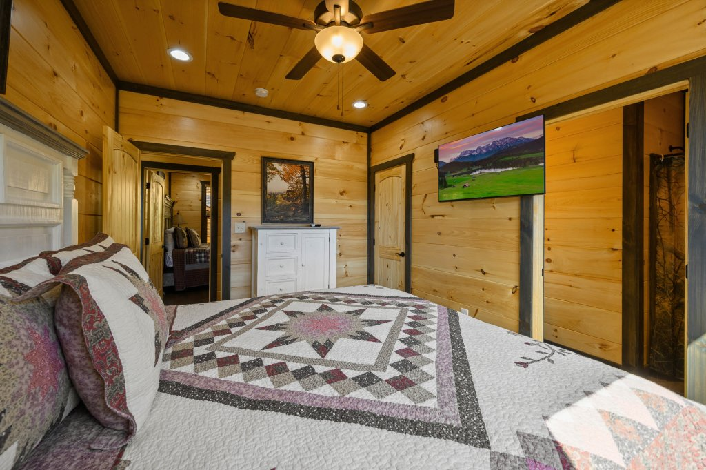 Photo of a Pigeon Forge Cabin named Splashin And Relaxin - This is the twenty-first photo in the set.