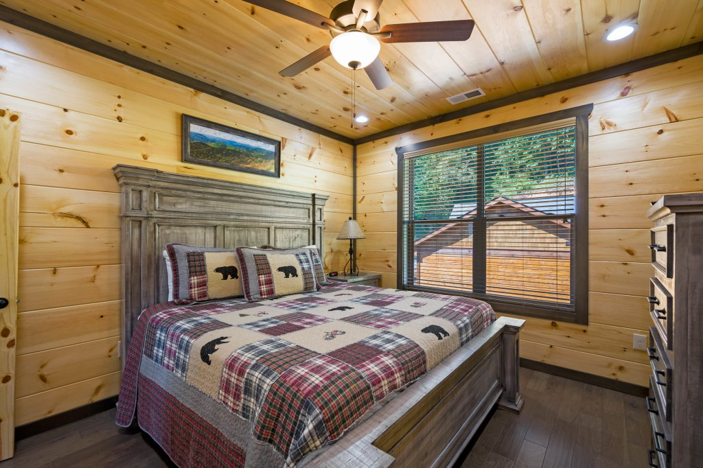 Photo of a Pigeon Forge Cabin named Splashin And Relaxin - This is the seventy-second photo in the set.