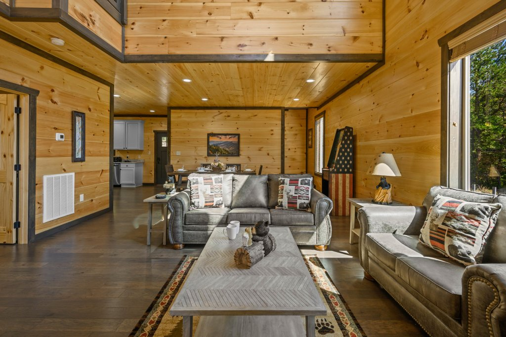 Photo of a Pigeon Forge Cabin named Splashin And Relaxin - This is the eighty-sixth photo in the set.