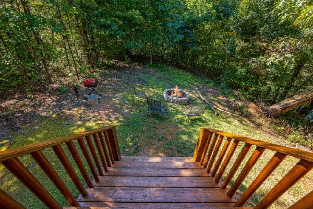 Photo of a Gatlinburg Cabin named Fox Ridge - This is the second photo in the set.
