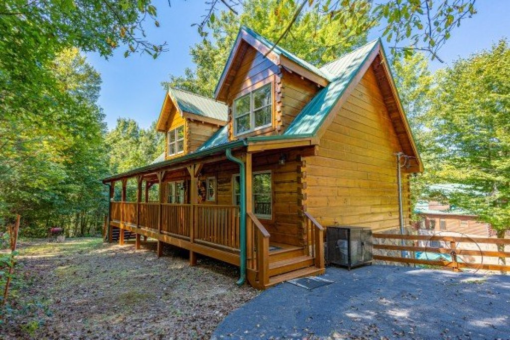 Photo of a Gatlinburg Cabin named Fox Ridge - This is the third photo in the set.