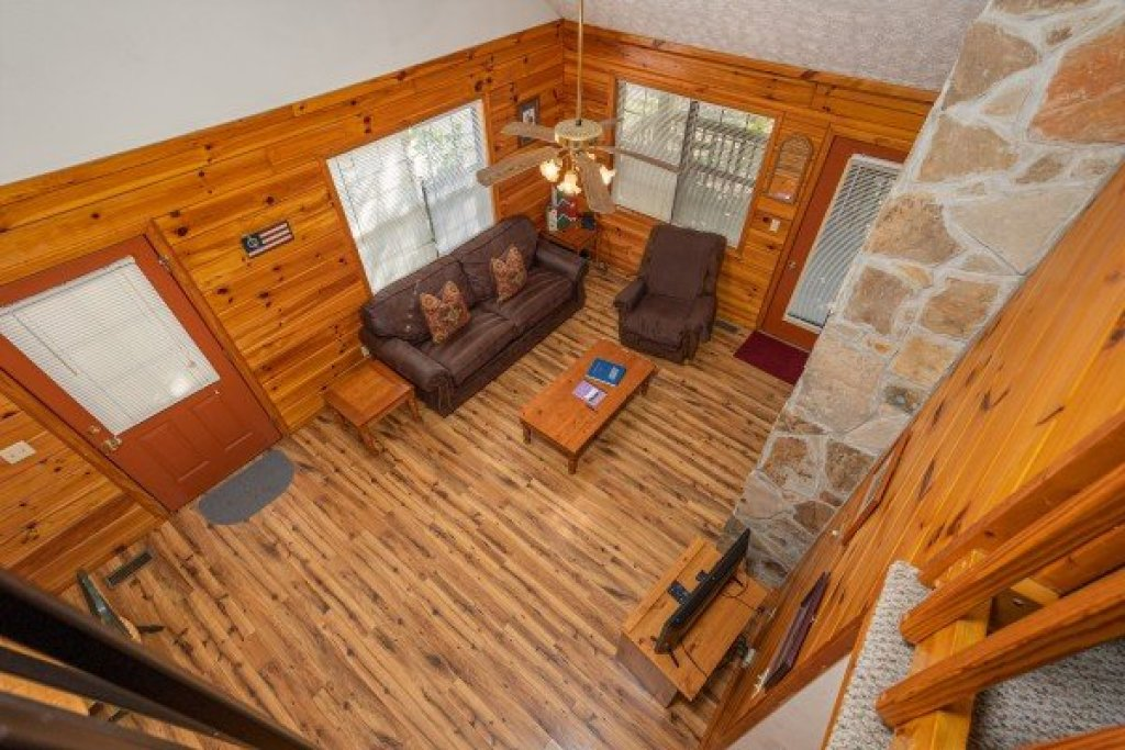 Photo of a Pigeon Forge Cabin named Oakwood - This is the thirteenth photo in the set.