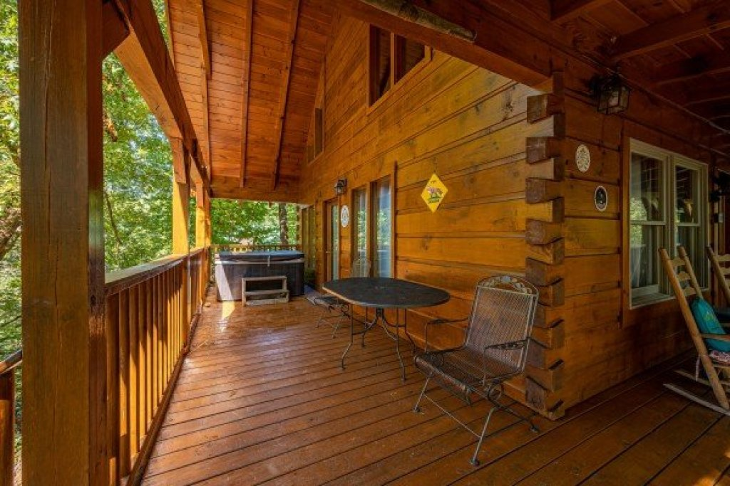 Photo of a Gatlinburg Cabin named Fox Ridge - This is the eighth photo in the set.