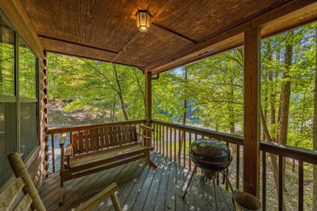Photo of a Pigeon Forge Cabin named Oakwood - This is the seventeenth photo in the set.