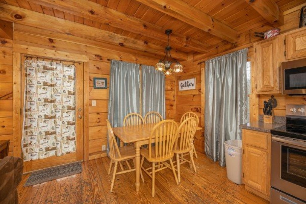 Photo of a Gatlinburg Cabin named Fox Ridge - This is the thirteenth photo in the set.