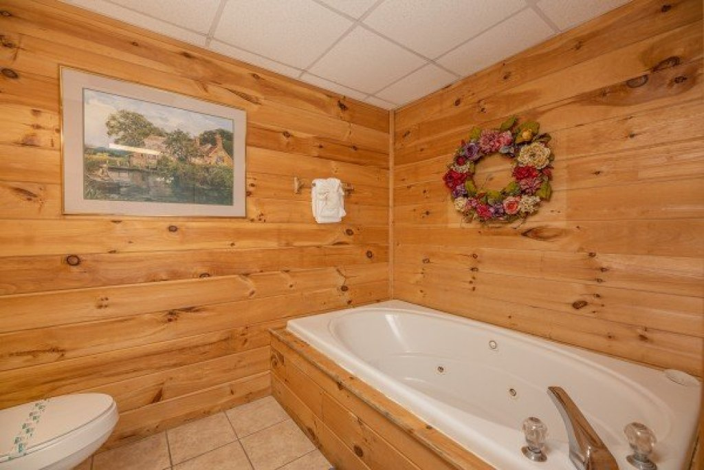 Photo of a Gatlinburg Cabin named Fox Ridge - This is the thirtieth photo in the set.