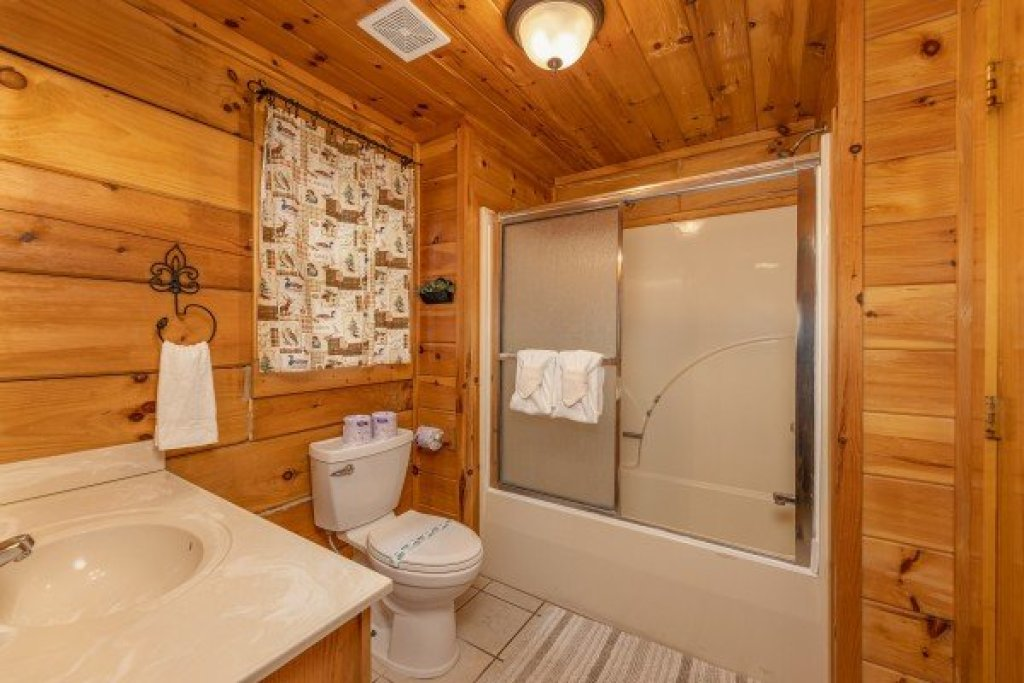 Photo of a Gatlinburg Cabin named Fox Ridge - This is the seventeenth photo in the set.