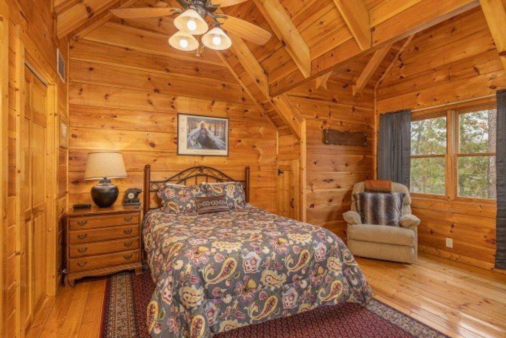 Photo of a Gatlinburg Cabin named Fox Ridge - This is the twentieth photo in the set.