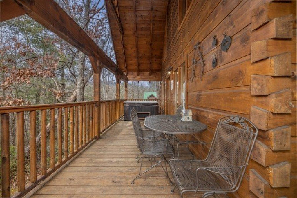 Photo of a Gatlinburg Cabin named Fox Ridge - This is the twenty-second photo in the set.