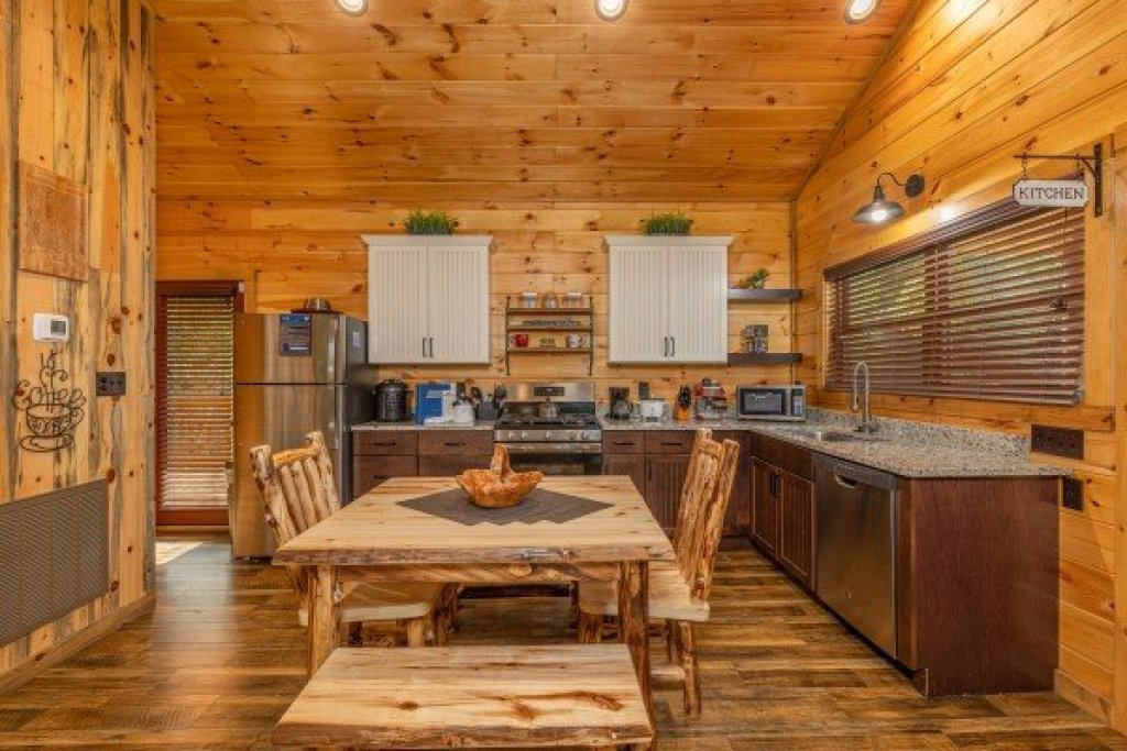 Photo of a Sevierville Cabin named 2 Crazy Cubs - This is the sixth photo in the set.