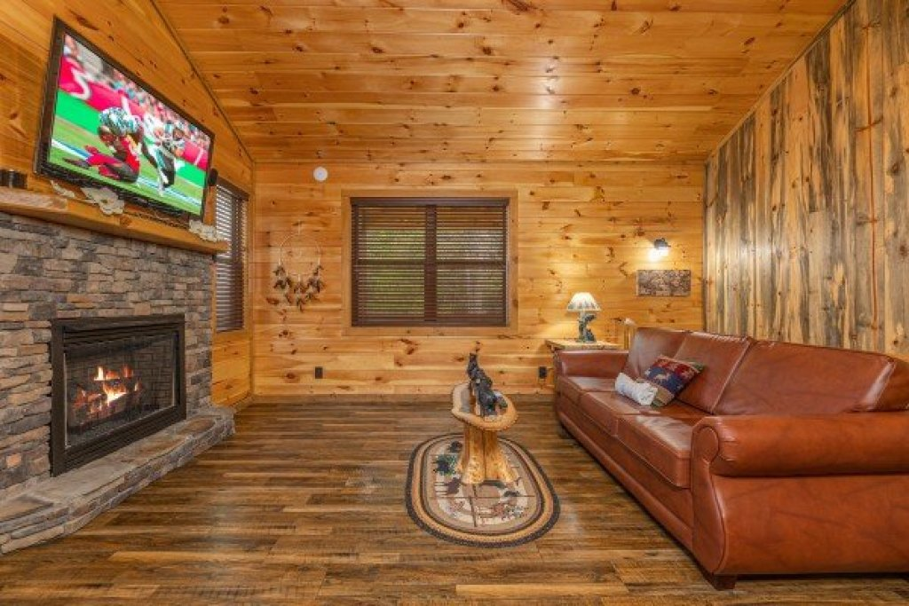 Photo of a Sevierville Cabin named 2 Crazy Cubs - This is the fifth photo in the set.