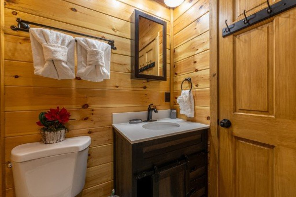 Photo of a Sevierville Cabin named 2 Crazy Cubs - This is the tenth photo in the set.