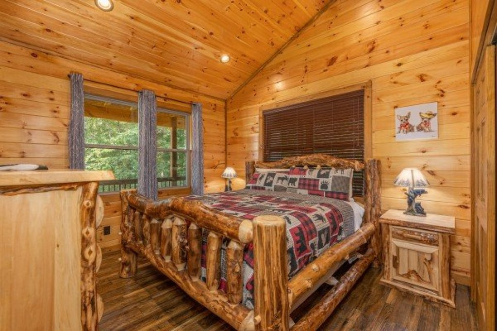 Photo of a Sevierville Cabin named 2 Crazy Cubs - This is the eighth photo in the set.