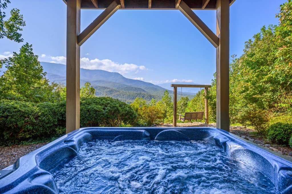 Photo of a Gatlinburg Cabin named Find Your Bear-ings - This is the first photo in the set.