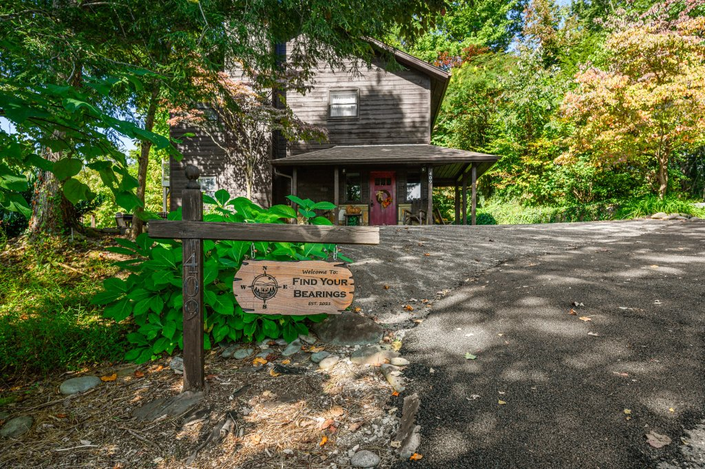 Photo of a Gatlinburg Cabin named Find Your Bear-ings - This is the third photo in the set.