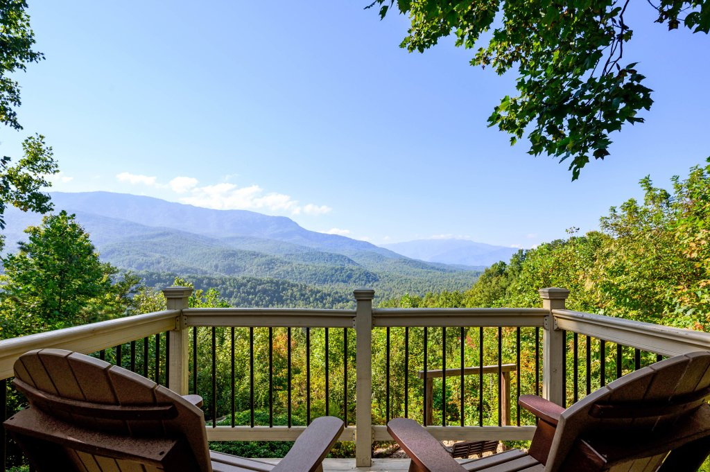 Photo of a Gatlinburg Cabin named Find Your Bear-ings - This is the twenty-first photo in the set.