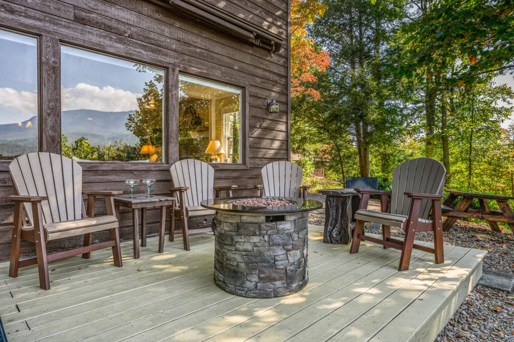 Photo of a Gatlinburg Cabin named Find Your Bear-ings - This is the forty-ninth photo in the set.