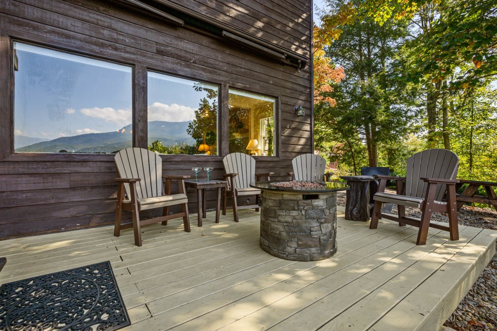 Photo of a Gatlinburg Cabin named Find Your Bear-ings - This is the forty-seventh photo in the set.
