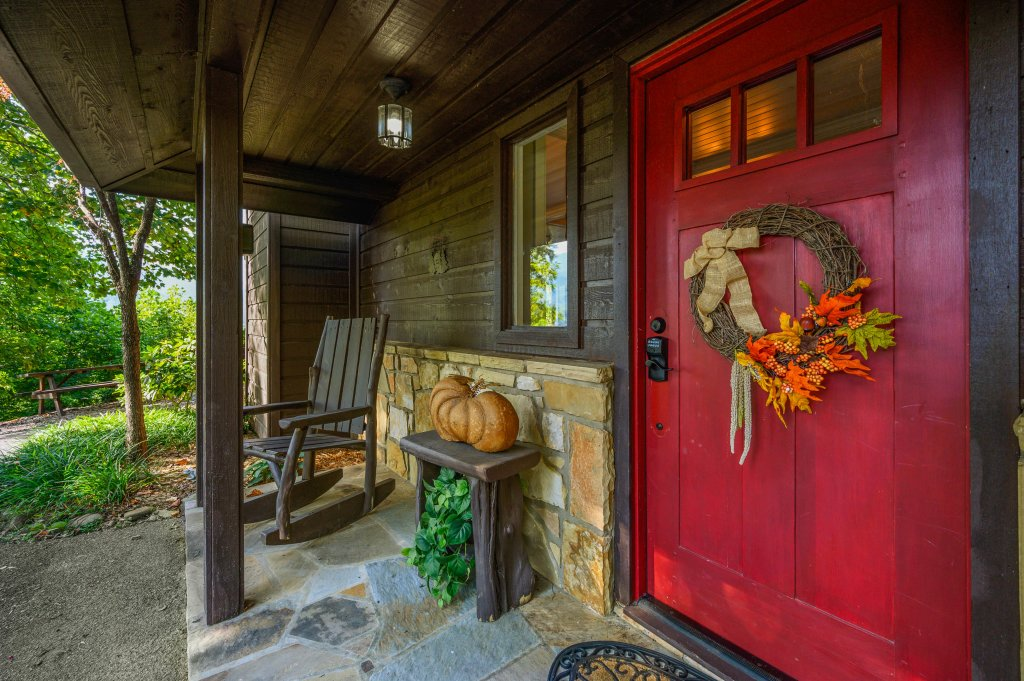 Photo of a Gatlinburg Cabin named Find Your Bear-ings - This is the fifty-seventh photo in the set.