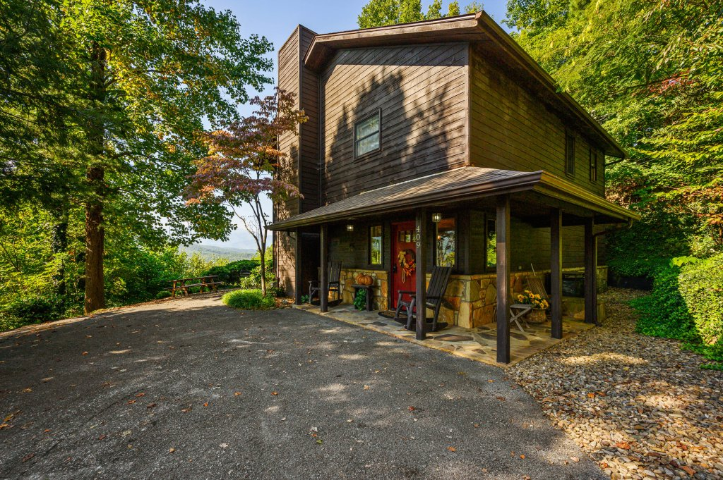 Photo of a Gatlinburg Cabin named Find Your Bear-ings - This is the fifty-eighth photo in the set.