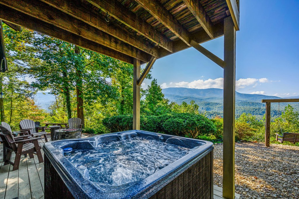 Photo of a Gatlinburg Cabin named Find Your Bear-ings - This is the thirtieth photo in the set.