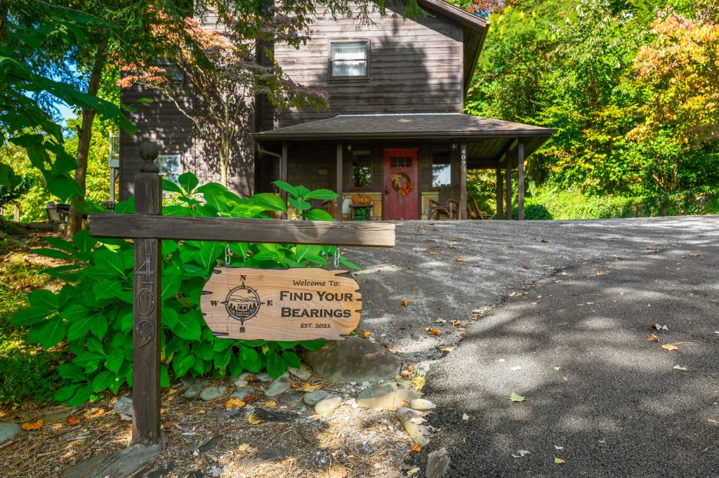 Photo of a Gatlinburg Cabin named Find Your Bear-ings - This is the sixty-second photo in the set.