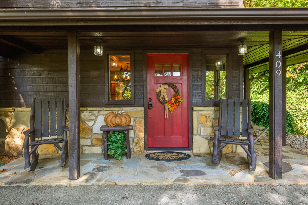 Photo of a Gatlinburg Cabin named Find Your Bear-ings - This is the fifty-fifth photo in the set.