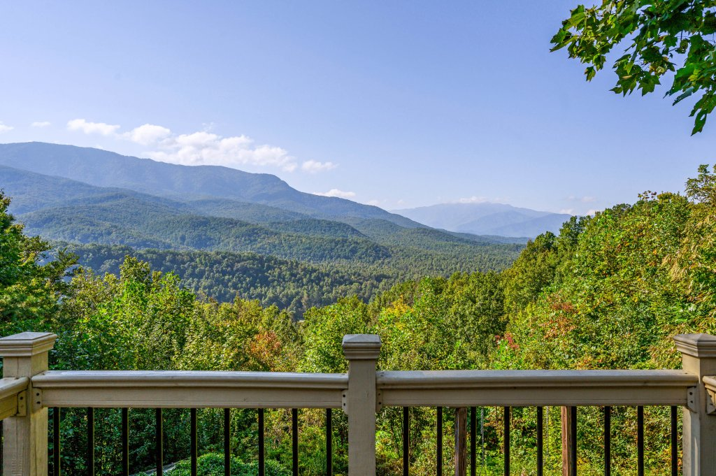 Photo of a Gatlinburg Cabin named Find Your Bear-ings - This is the seventy-third photo in the set.