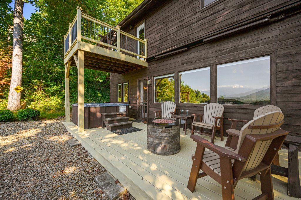 Photo of a Gatlinburg Cabin named Find Your Bear-ings - This is the forty-eighth photo in the set.