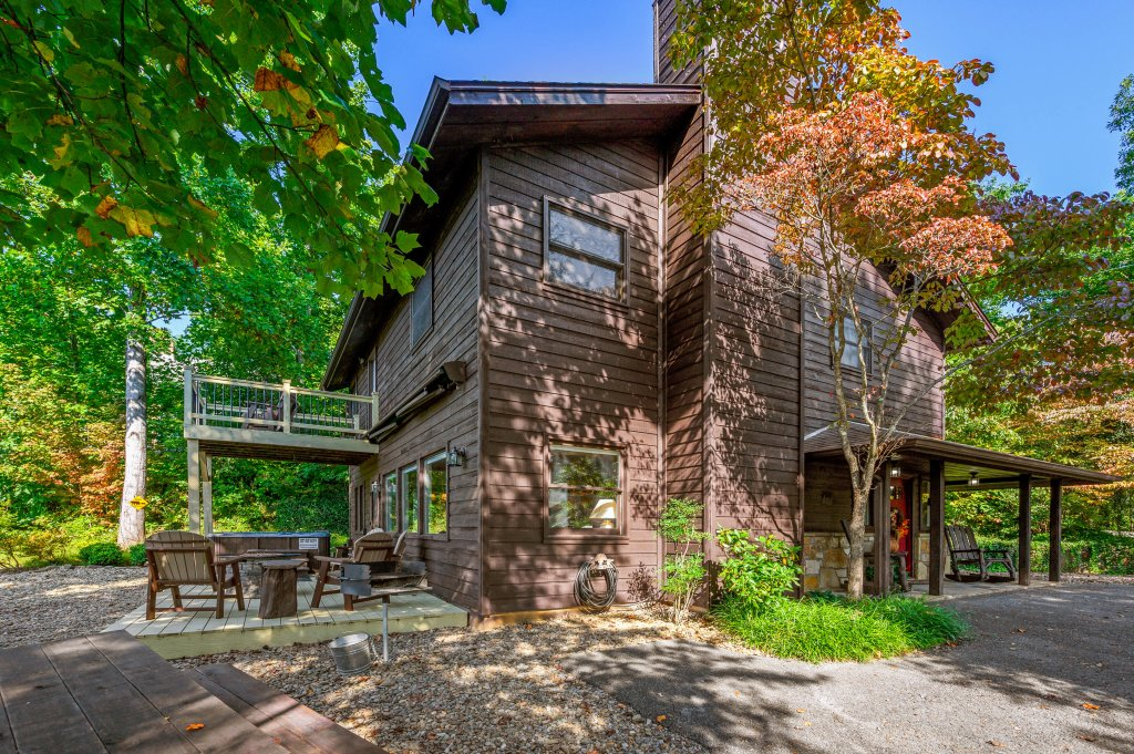 Photo of a Gatlinburg Cabin named Find Your Bear-ings - This is the sixty-first photo in the set.