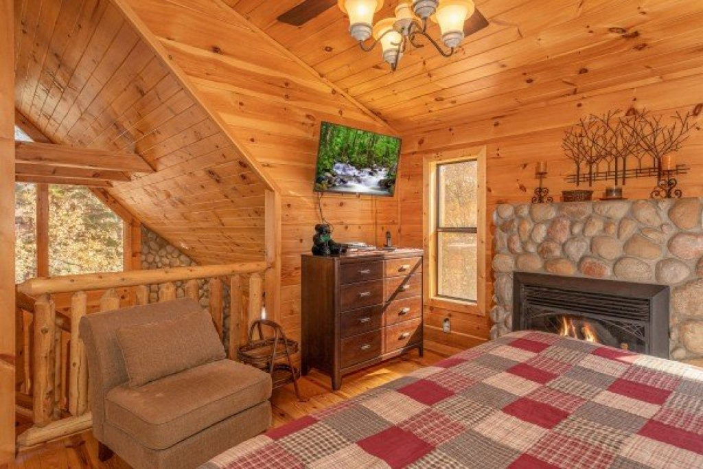 Photo of a Sevierville Cabin named All Hours - This is the twelfth photo in the set.