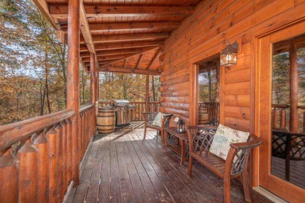 Photo of a Sevierville Cabin named All Hours - This is the twenty-first photo in the set.