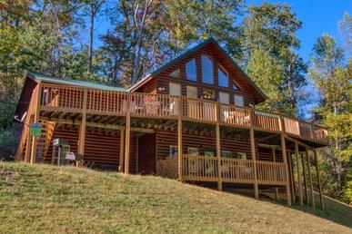 Gatlinburg's Luxury Log Cabin Lodge With High Speed Wifi, Arcade, Games!