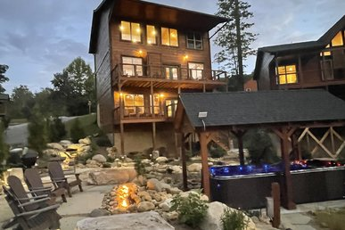 Spacious W/ Exlusive Outdoor Area Fire-pit, Swim Spa, Game Room, 2 Hottubs,